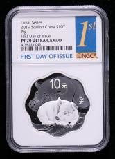 2019年己亥猪年生肖30克梅花形精制银币一枚(首日发行、原盒、带证书、NGC PF70)