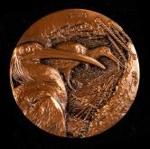 上海新世纪纪念章有限公司铸守望归途珍惜野生动植物系列朱鹮紫铜章一枚(发行量:399枚、直径:80mm、原盒、带证书)