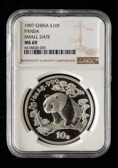 1997年熊猫1盎司普制银币一枚(小字版、NGC MS69)