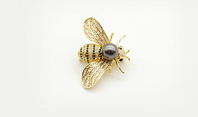 当代艺术_大溪地黑色海水珍珠18k金小蜜蜂胸针