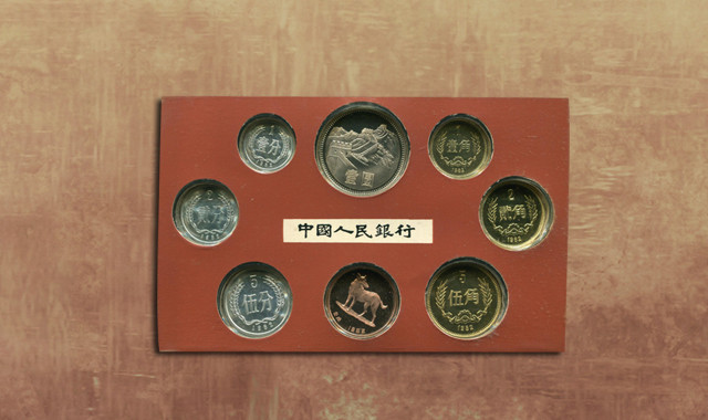 钱币类_1982年中国精制硬币七枚一套(带章、带盒)