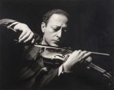 优素福·卡什 Yousuf Karsh (1908–2002)《小提琴家—亚莎·海菲兹  Jascha·Heifetz 》(161/250)(附框)